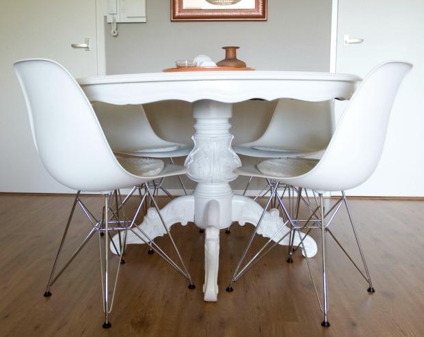 Simple een ronde tafel past veel beter in de ruimte dan de for Ronde plakspiegel