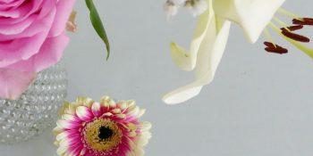 Geef beschadigde bloemen een eigen vaasje